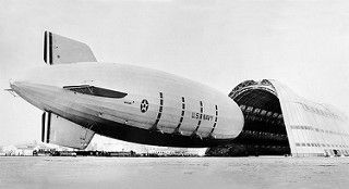 US Navy Zeppelin Macon arriving at Moffett Field, 1935 | von bennetthall