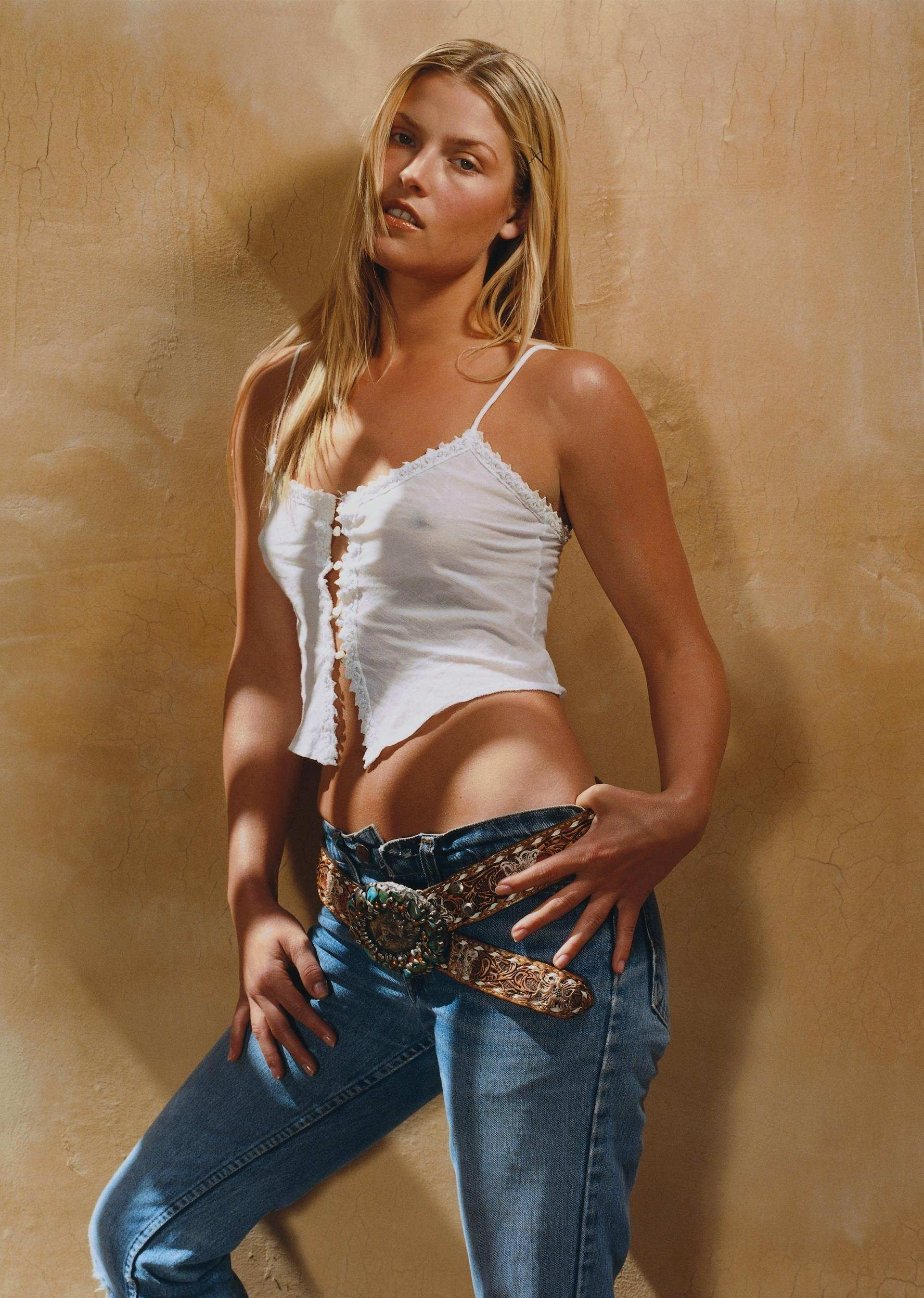 The Beautiful Ali Larter Trendy Fashion While Modelling In