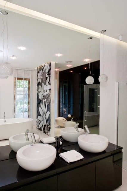 Black and white #bathroom