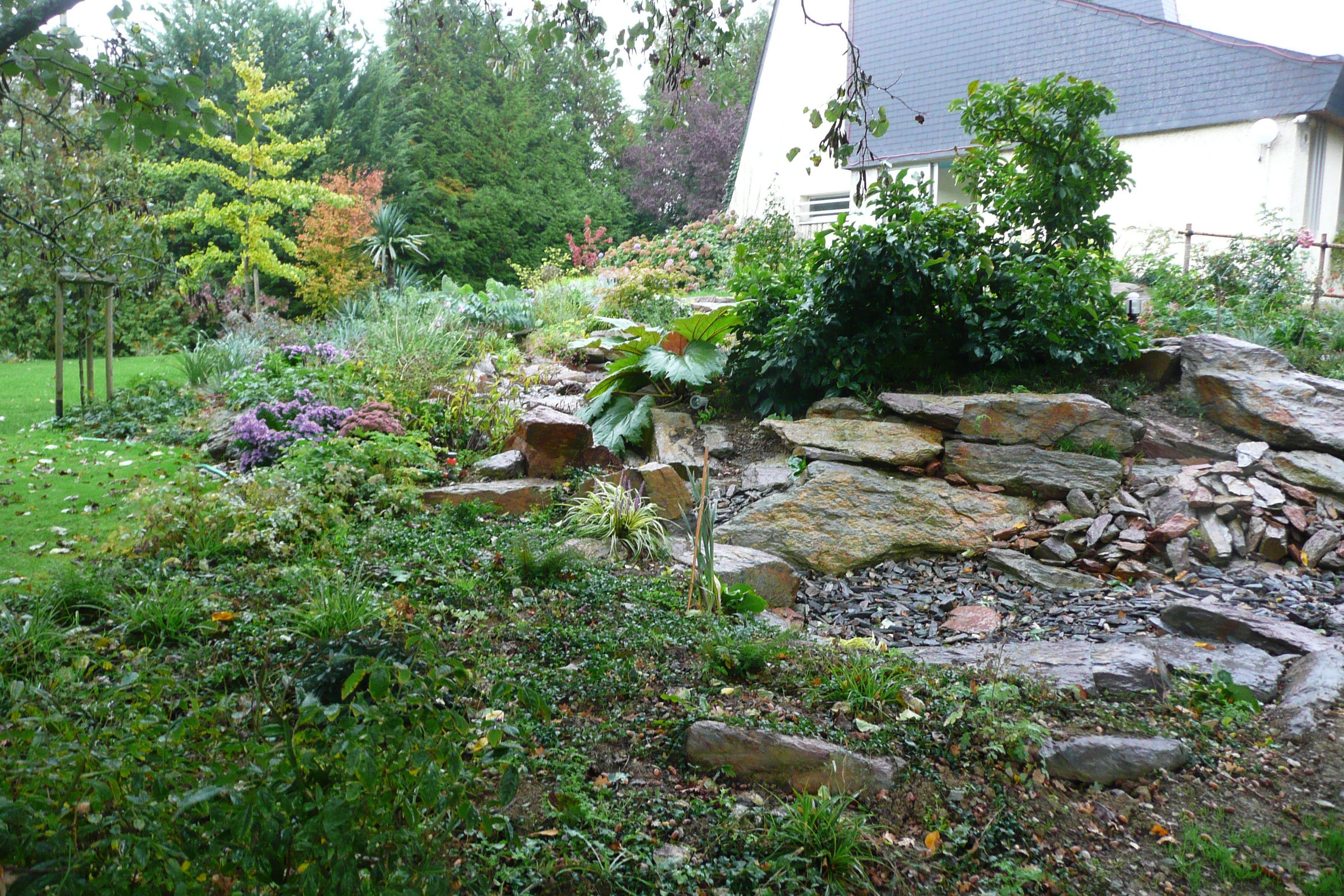 amenager une rocaille fashion designs With beautiful amenagement de jardin avec des pierres 4 le jardin mediterraneen photo de jardins de kerdalo