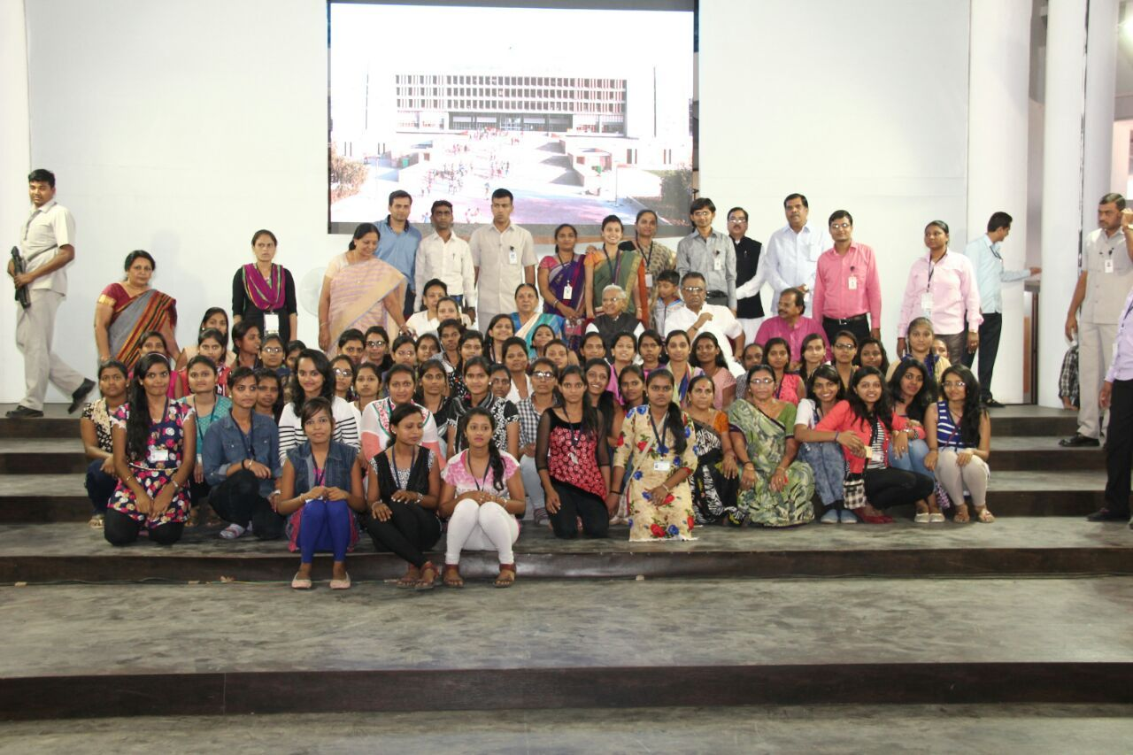 A Visit to the Vidhan Sabha by amroli college Students 29-03-2016