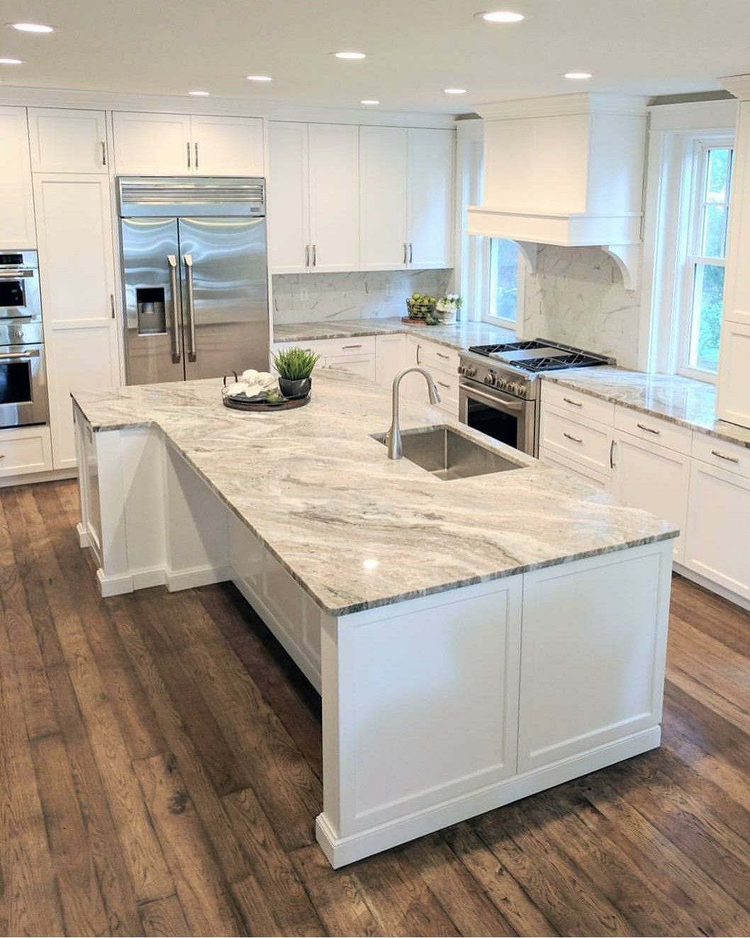 33 Amazing and Stylist Kitchen Decor Countertops Ideas on Budget #countertop Cab...#amazing #budget #cab #countertop #countertops #decor #ideas #kitchen #stylist