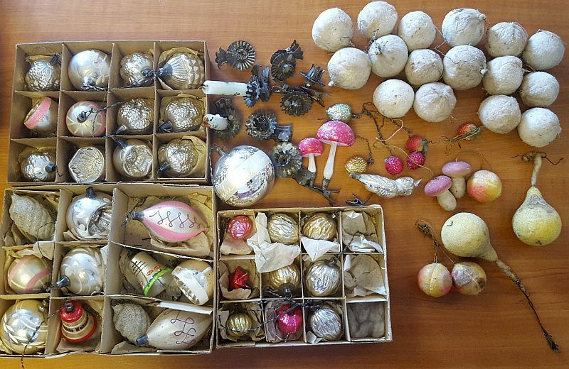 Lot of spun cotton snowballs, Fruits, Mushrooms and lots of beautiful old german glass CT ornaments