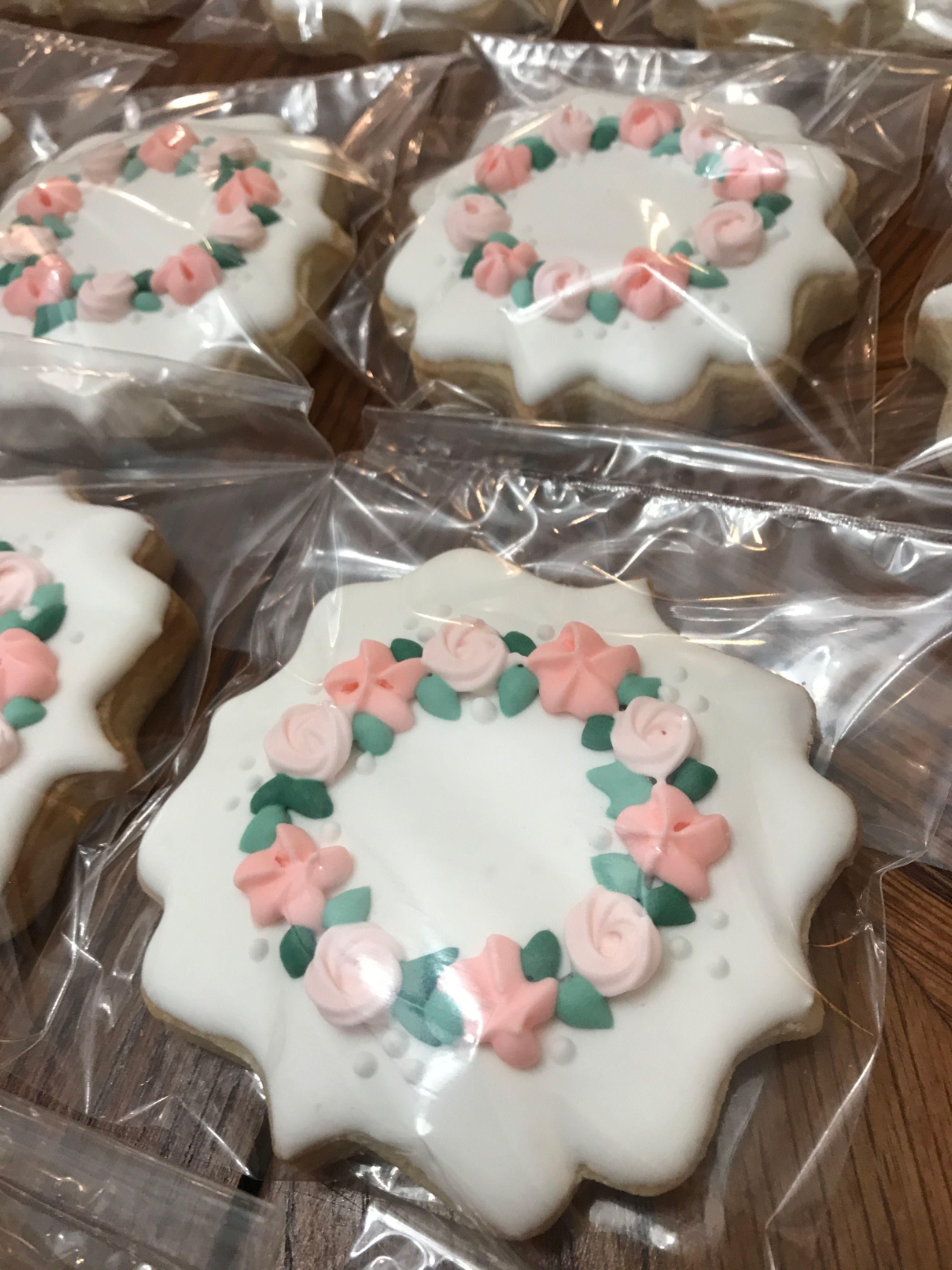 Elegant Royal Icing Floral Wreath Cookies in 2020 Wreath