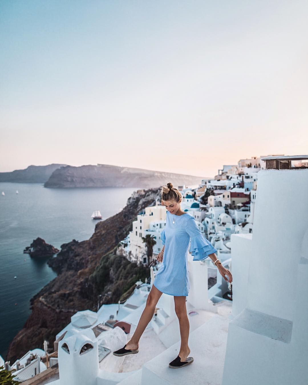 33 6k Likes 388 Comments Debi Flugge Vegan Diet Debiflue On Instagram Happiest When Dancing On Rooftops Manebi Manebi Santorini Instagram Fotoideen