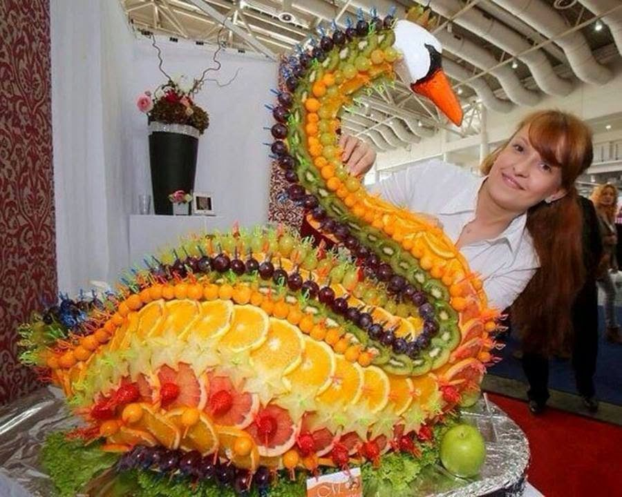 Centro decoracion buffet fruta cisne arte elegante for Secar frutas para decoracion