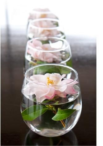 Simple centerpiece: stemless wineglasses, water, flowers, voila!