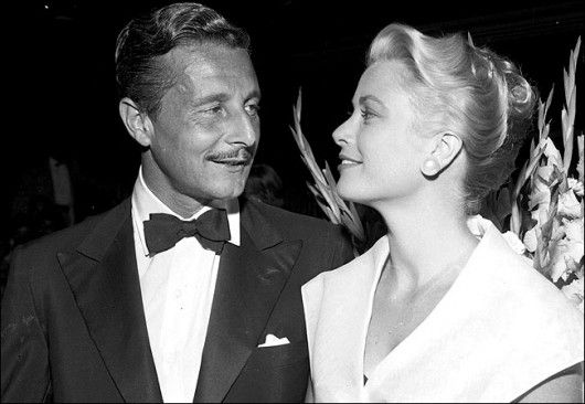 Oleg cassini e grace kelly alla premiere del film la finestra sul cortile 1954 royal family of - La finestra sul cortile film completo ...