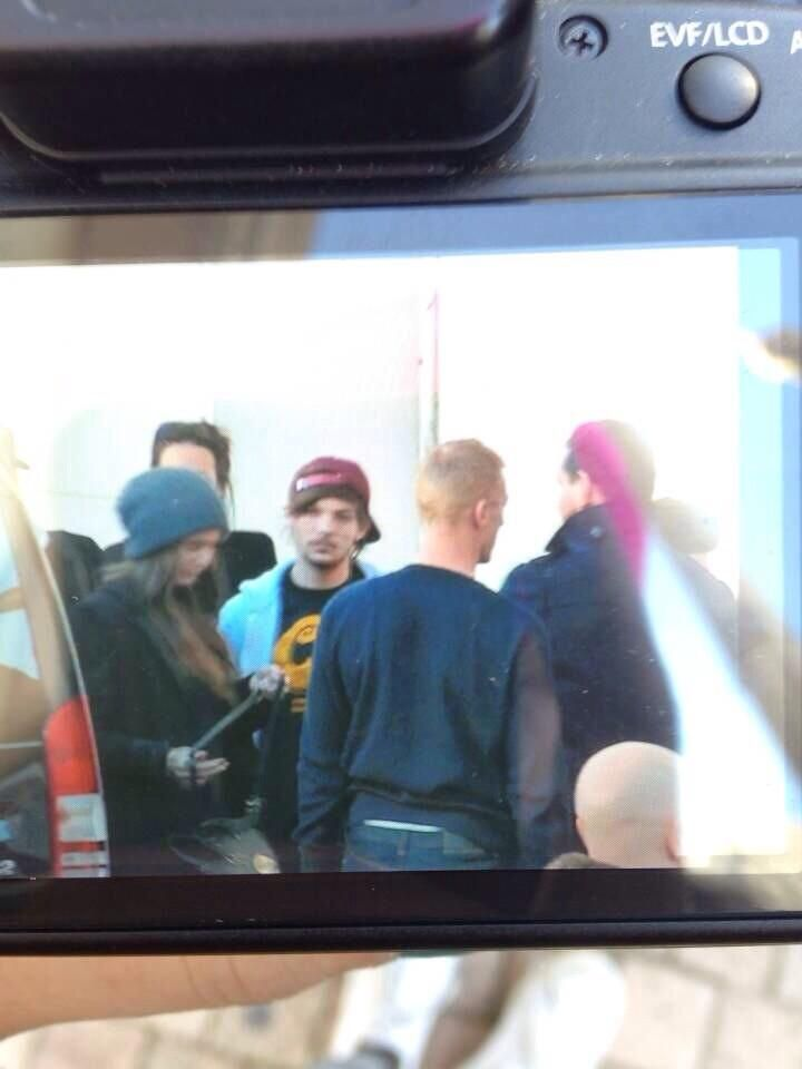 Louis Updates @Louis1DUpdates   #NEW | Louis & Zayn at the hotel in Cannes via @1DAlert)
