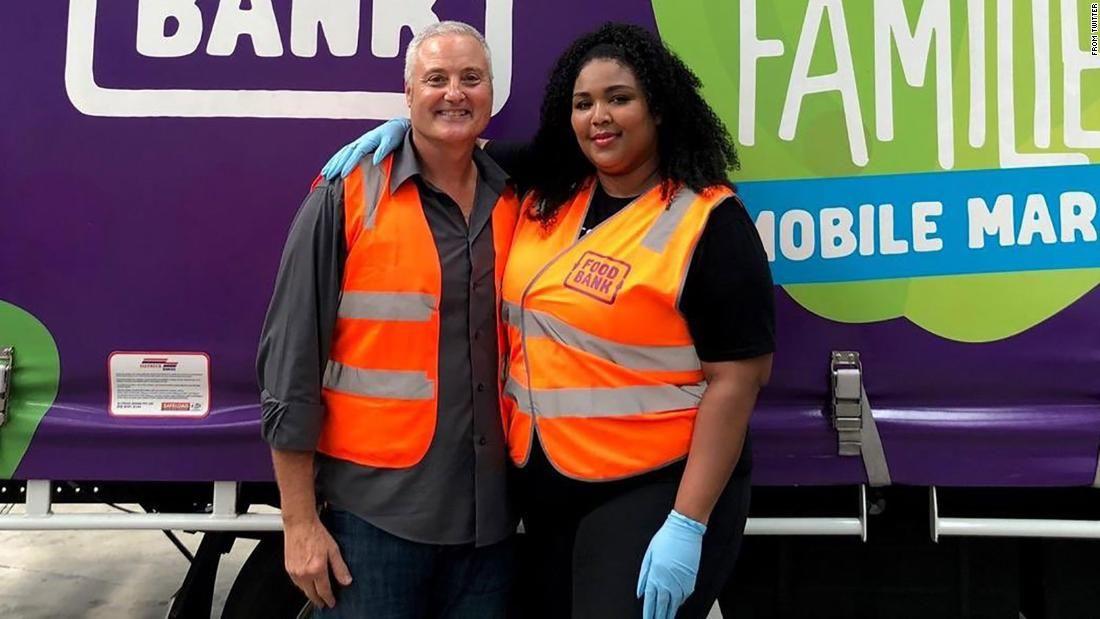 Lizzo Volunteers at Australian Food Bankhttps//https