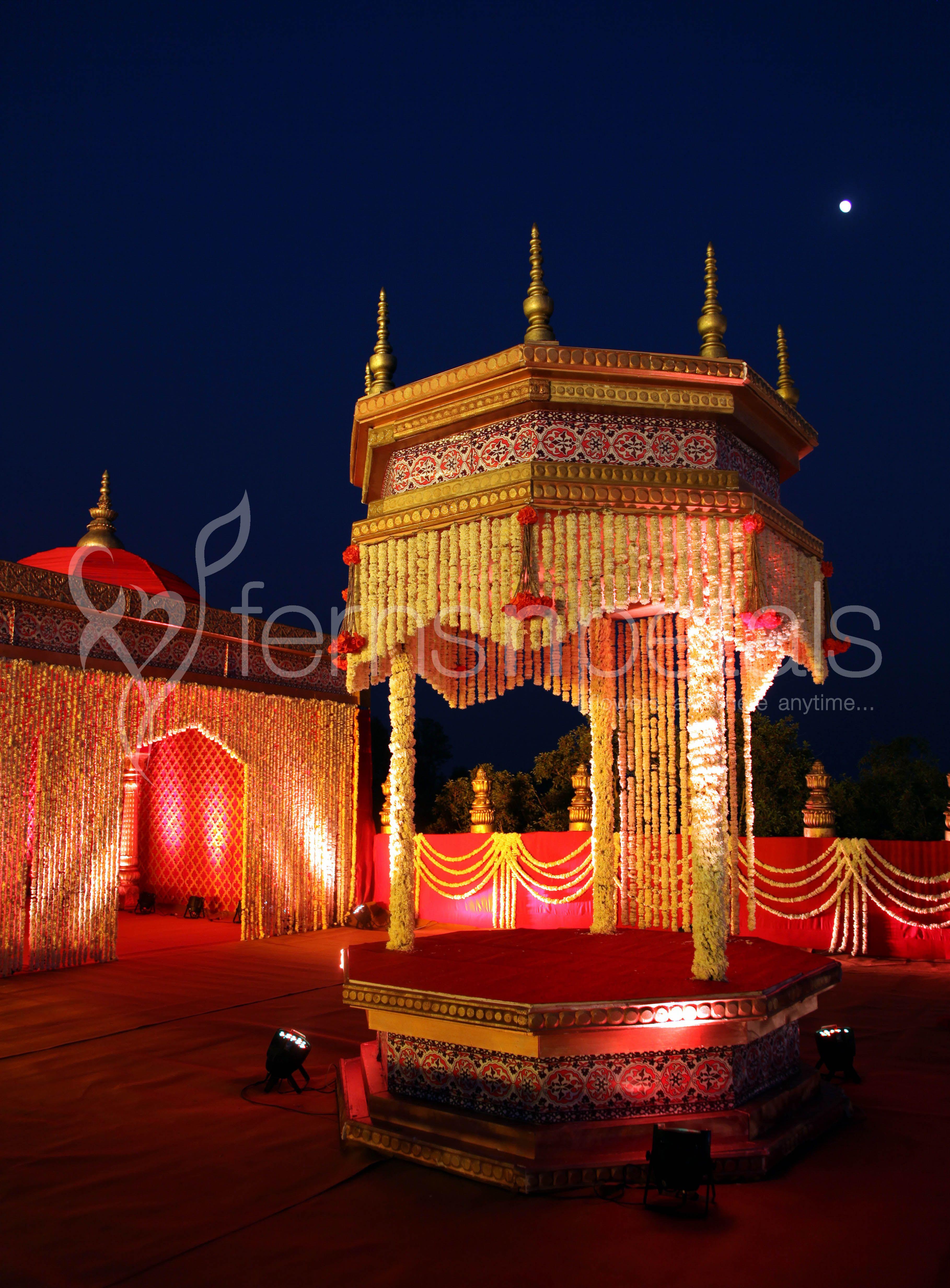 Mandap decor | Contemporary wedding decor, Mandap, Mandap ...