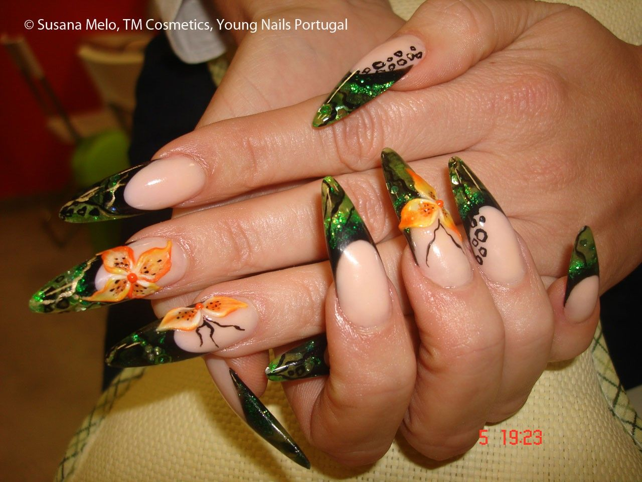 Abstract Free Edge with Flowers | ....Nail it! Autumn! | Pinterest ...