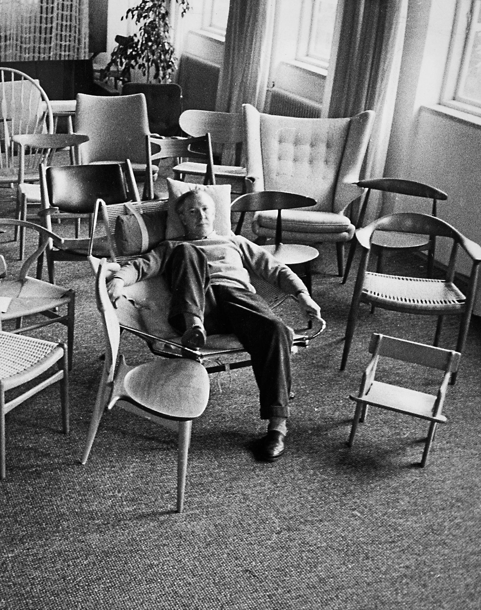 HANS J WEGNER with The Round Chair from 1949 Mid Century mostly Creators Pinterest