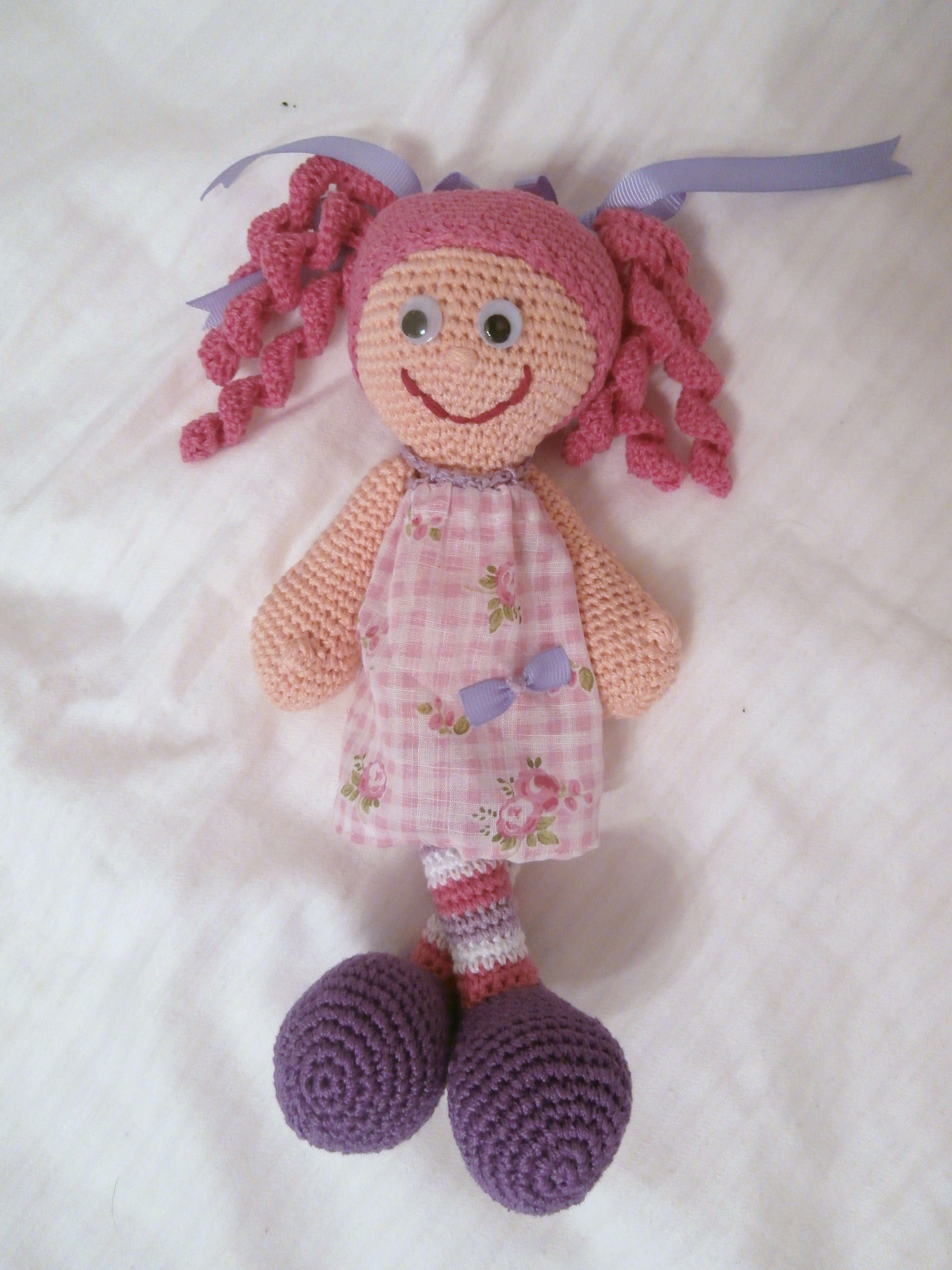 muñequita pelifucsia super simpatica a crochet