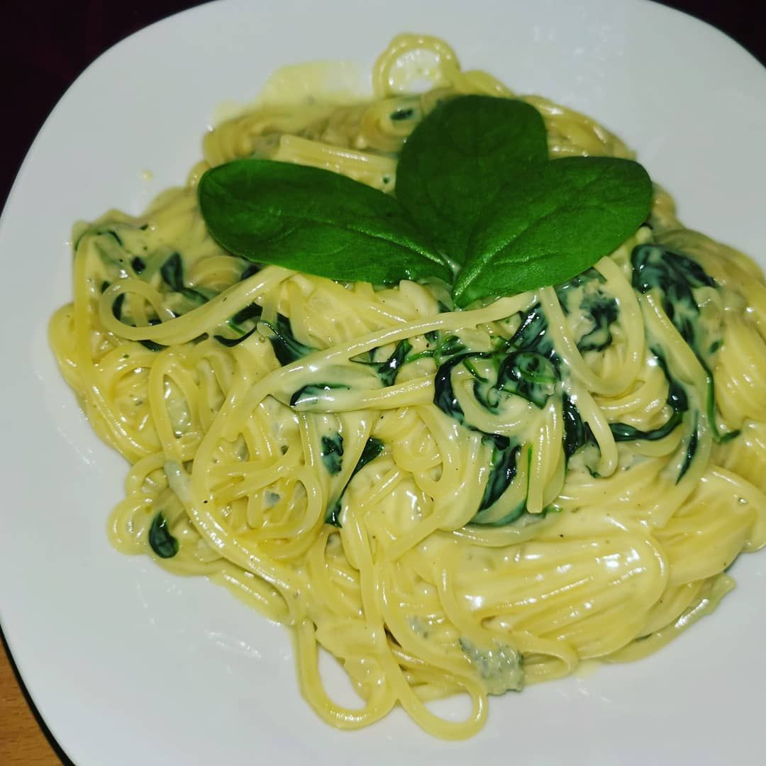 Spaghetti in Gorgonzola-Sahne-Sauce mit Babyspinat