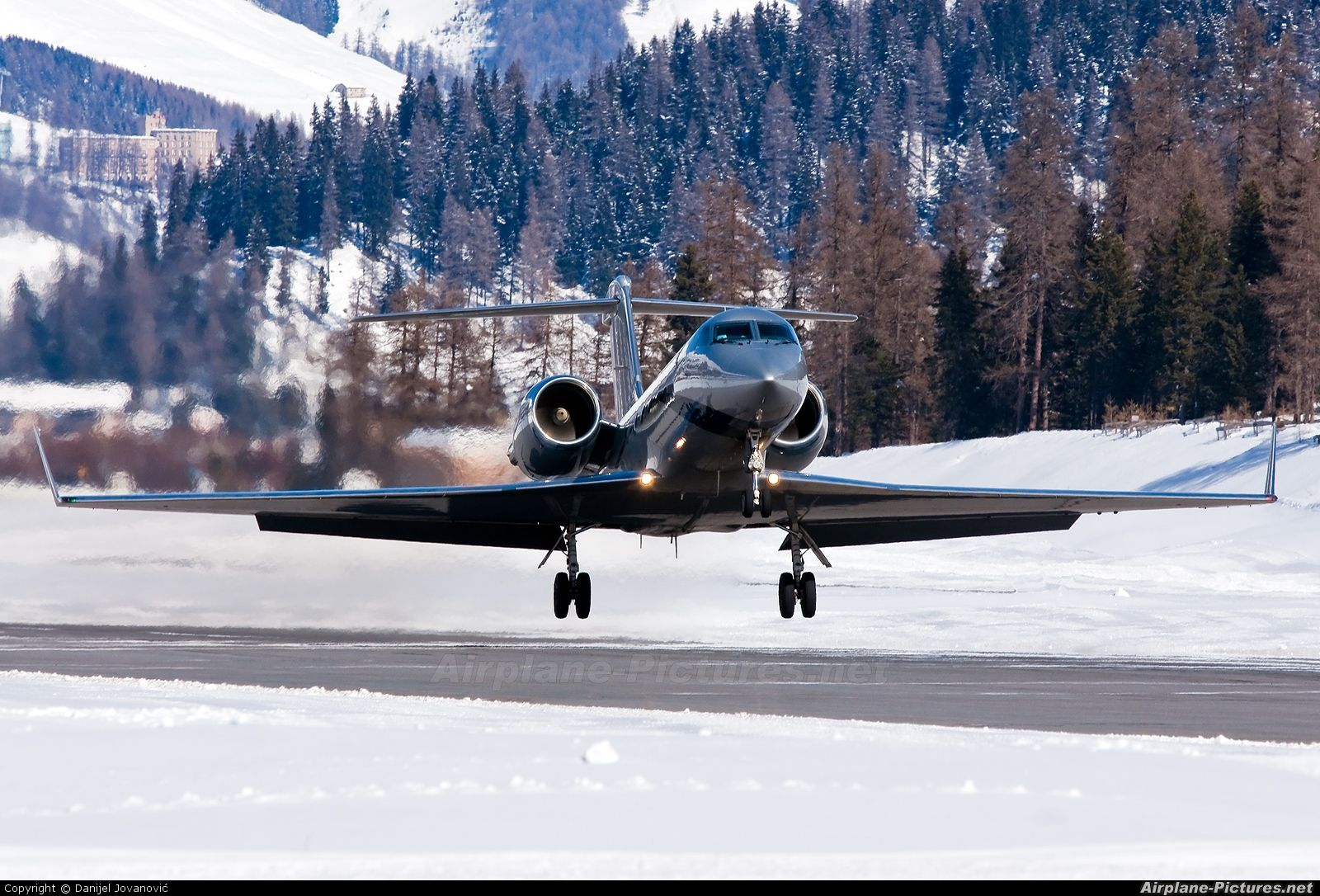 Windrose Air Gulfstream Aerospace G-IV, G-IV-SP, G-IV-X, G300, G350, G400, G450 D-AJGK Switzerland - Samedan - Engadin (SMV / LSZS)