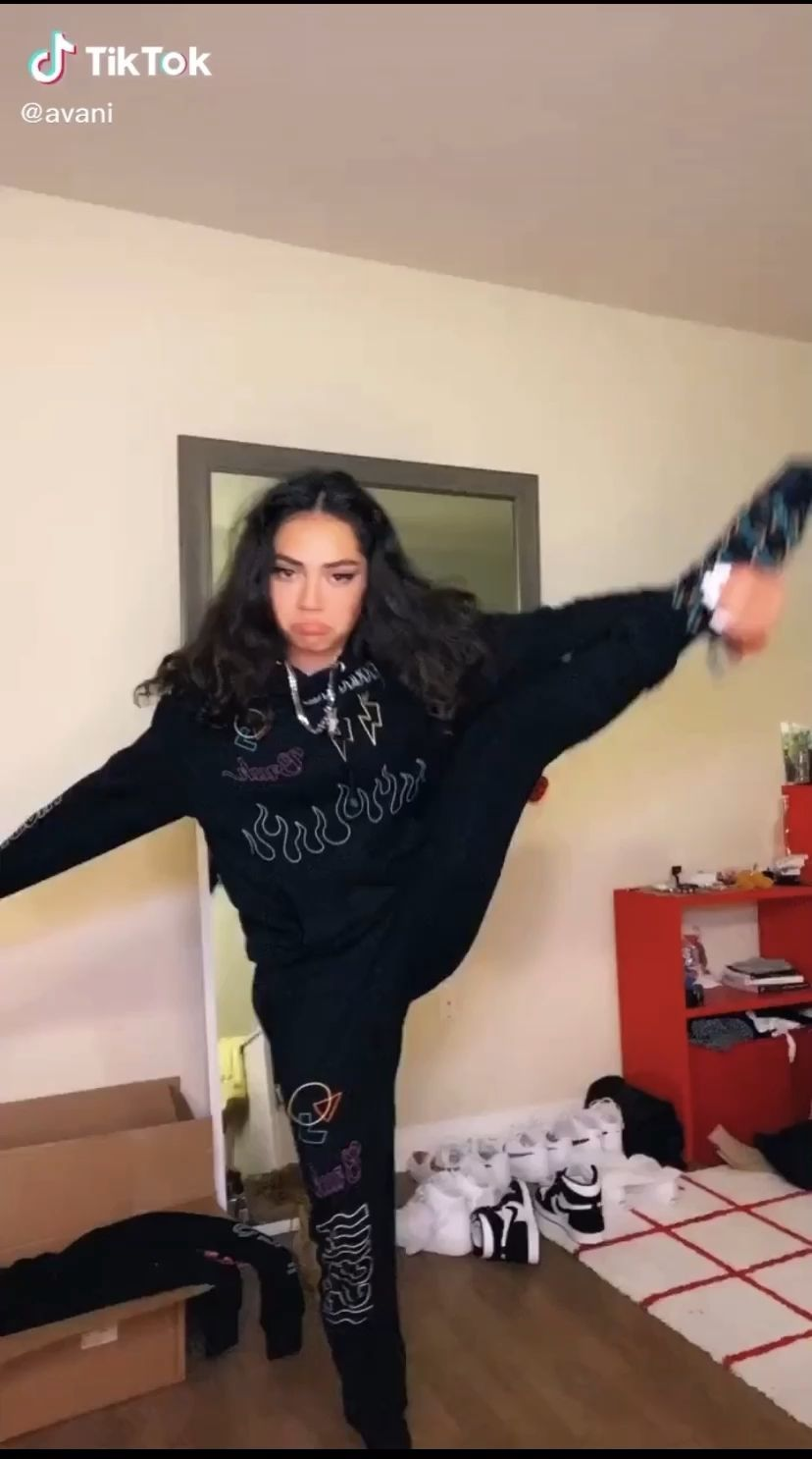 Funny Tik Tok In 2020 Dance Videos Winter Fashion Outfits Fashion