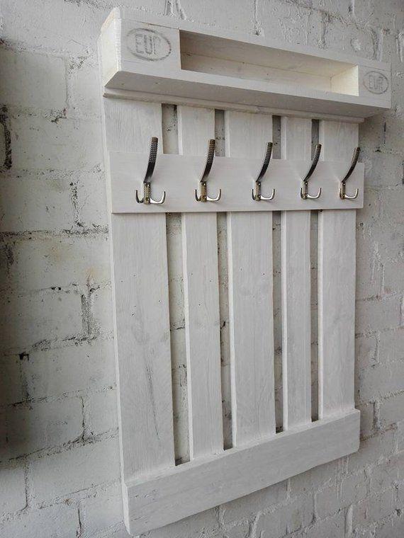 Garderobe aus Europalette Unikat in Antik Weiß #hausdekoeingangsbereich