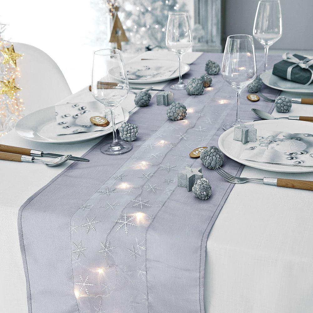 Chemin de table lumineux, pour une table de fêtes accueillante et ...