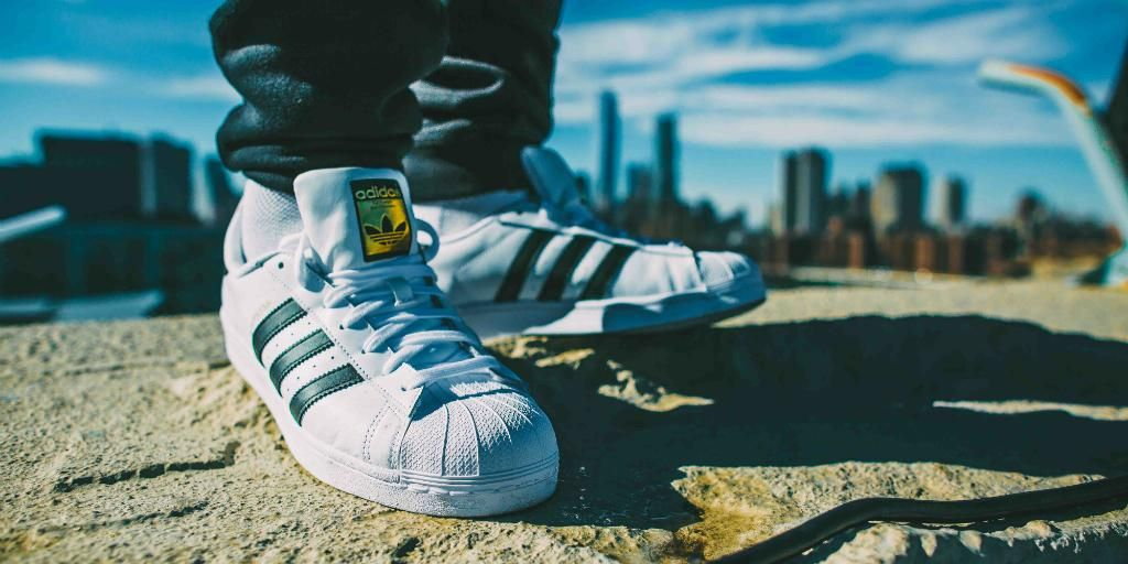 adidas e marketing E porter, 1996) generally, strategy is a framework that provides guidance for actions to be taken and, at the same time, is shaped by the actions taken, and it has nine possible driving forces: products offered, market needs.