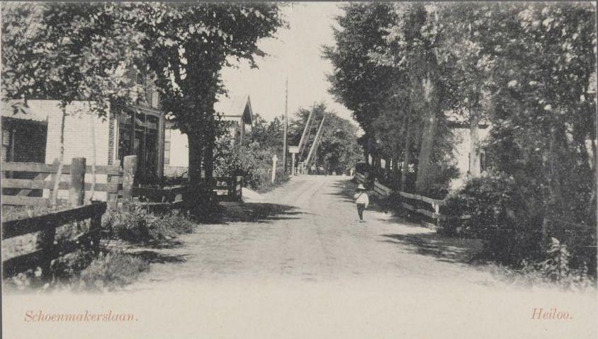 Het deel van de Stationsweg tussen Heerenweg en spoorbaan werd vroeger ook wel Schoenmakerslaan genoemd (omstreeks 1990)