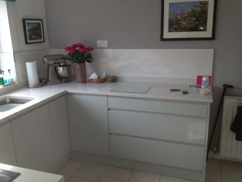 Handless Gloss Grey Kitchen Units With Quartz Work Tops Kitchen - Gloss grey kitchen units