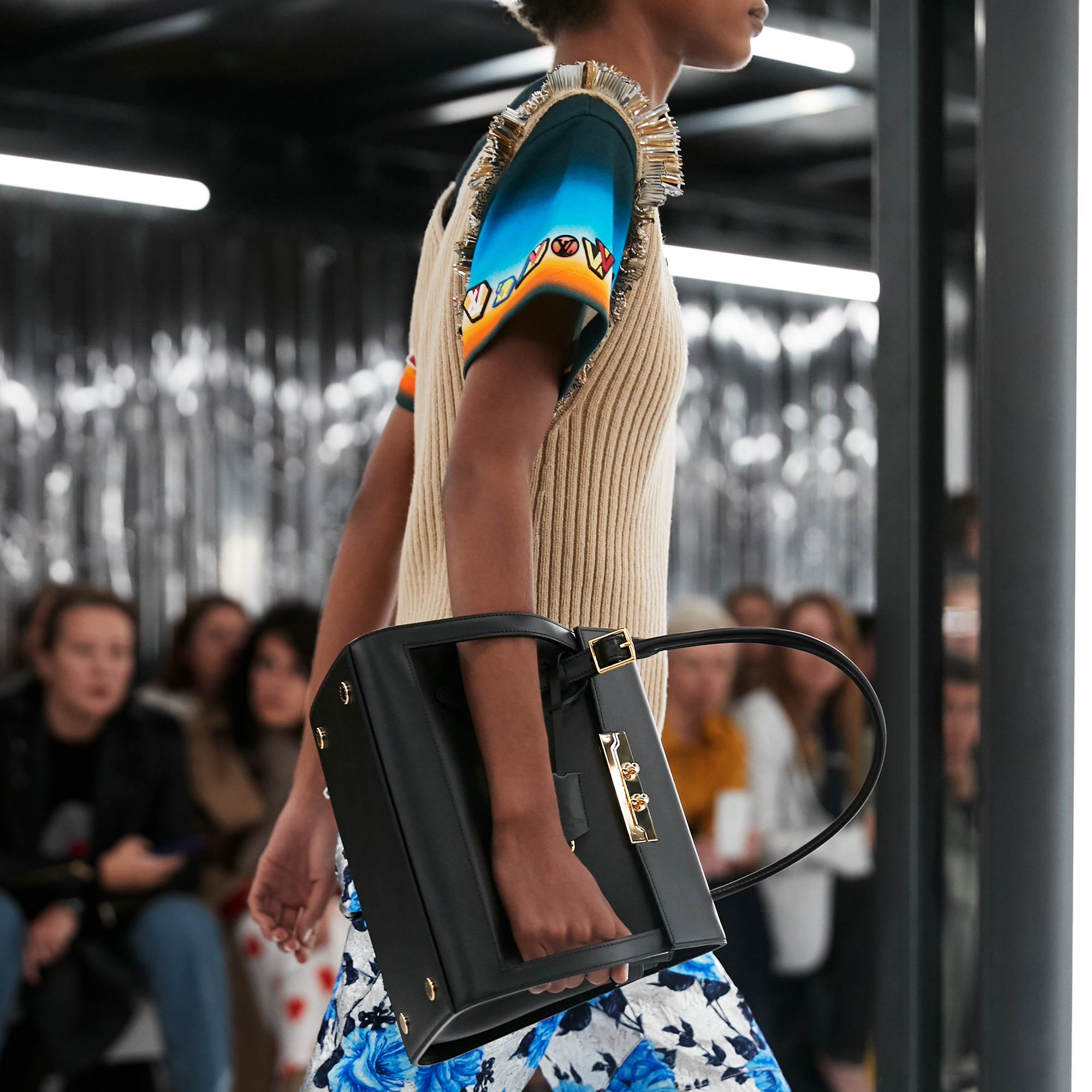A Classic Shape A Novel Way A Bag From The Louis Vuitton Women S Spring Summer 2019 Fashion Show Womens Fashion Spring Louis Vuitton Louis Vuitton Official
