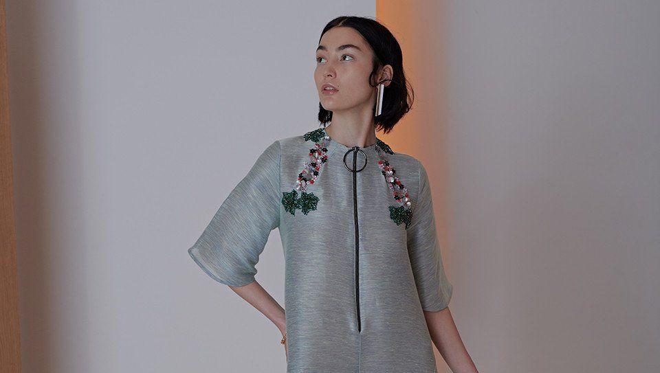 فساتين ماركة شادور سنتحدث اليوم عن تشكيلة فساتين ماركة شادور الشهيرة في صناعة الألبسة النسائية الفاخرة بأحدث تصا Fashion Cold Shoulder Dress Open Shoulder Tops