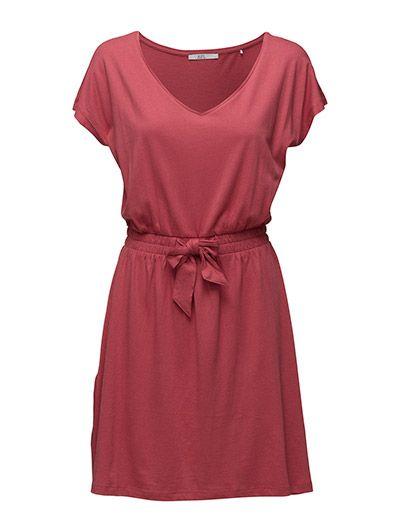 ILMAINEN TOIMITUS - EDC by Esprit Dresses Knitted (Berry Red) Boozt.com:issa. Uusi EDC by Esprit kokoelma 2016! Tarjoamme nopean toimituksen ja helpon palautuksen.