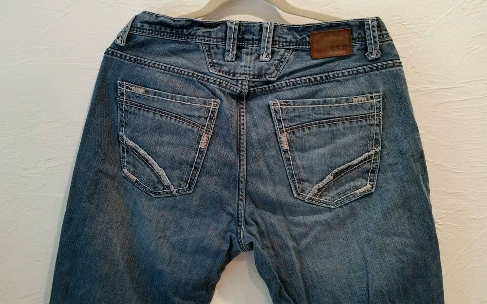 BKE The Buckle Derek Mens Jeans Size 33L (33x33.5) Distressed