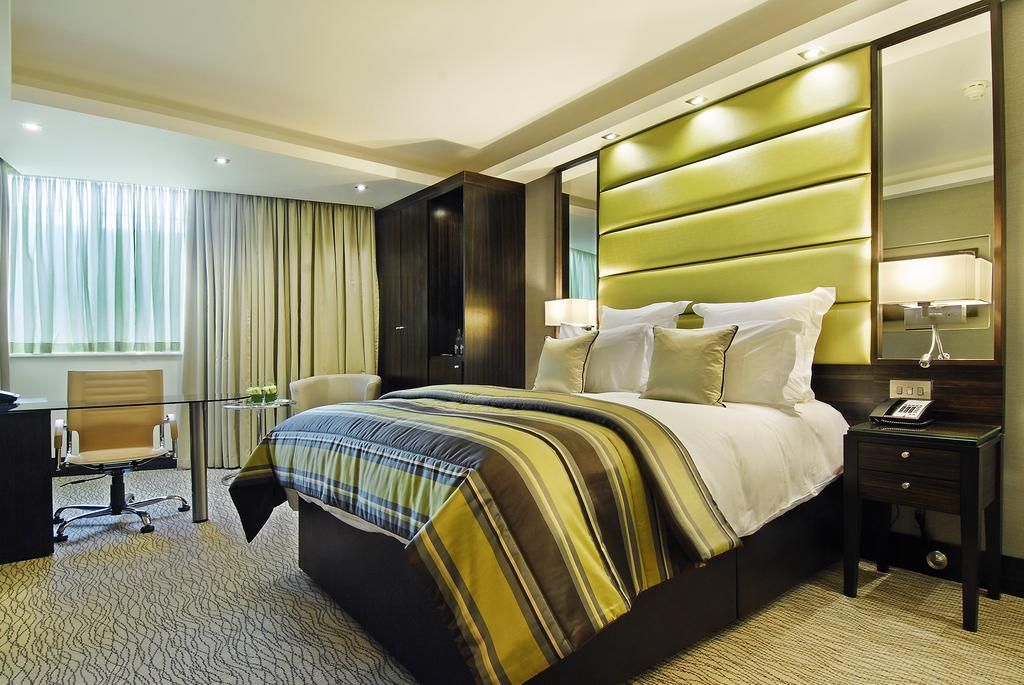 5 Star Bedroom With A Marble Bathroom And 6 Room Fragrances To Choose From The Montcalm Luxurious Hotel Near Hy City Suites London Hotel Room London Hotels