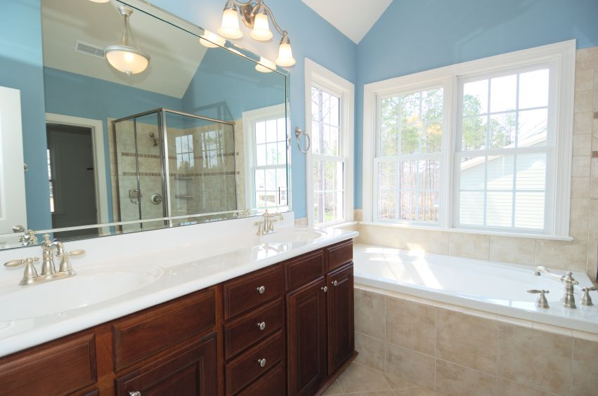 35 Beautiful Blue Primary Bathroom Ideas Photos Master Bathroom Design Beige Bathroom Bathtub Design
