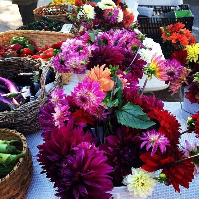 How do you fill a table with beauty? #mossmountainfarm #americangrown #flowers #sharethebounty #joy #celebrate #vegetables #arkansasgrown