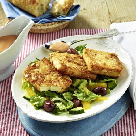 Gebratener Feta in knuspriger Mandelhülle auf Salat Rezept | LECKER #ketorecipes