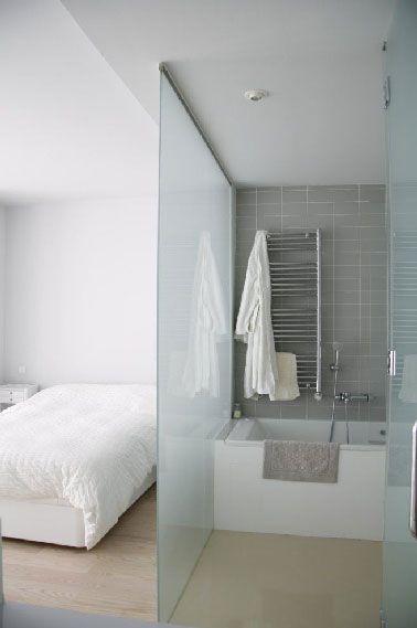 Séparation en verre dans chambre avec salle de bain Apartment