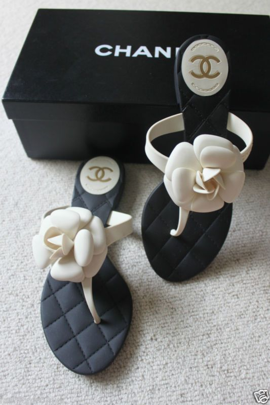 ea0588e3e CHANEL CLASSIC CREAM   BLACK CAMELLIA FLOWER ! Beautiful. Only flip flops  ...