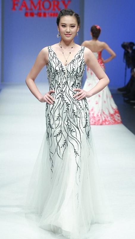 vestido-novia-pasarela-china-blanco-y-negro | ♥~•~♥ wedding