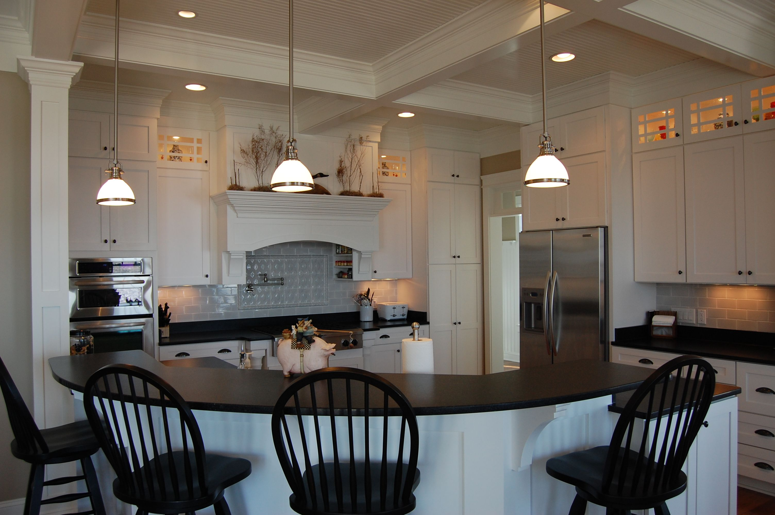Love The Shape And The Island Not The Color Scheme And I Want The Uneven Top Cabinets That Don T Touch The Ceiling Home Decor House Design Home