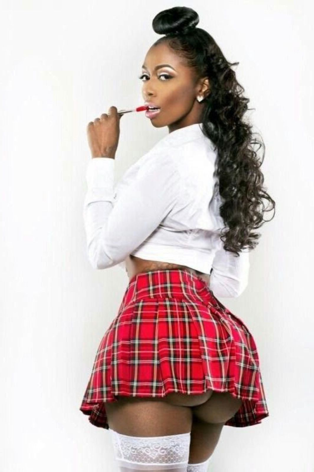 Black girl in mini skirt hd