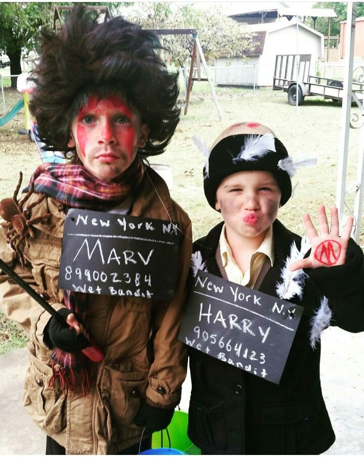 The Sticky Bandits Home Alone Halloween In 2019 Pinterest