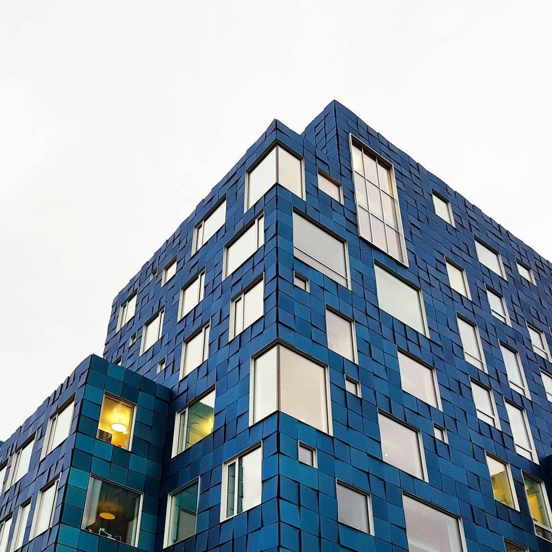 Cis A School Designed By C F Moller Architects Has A Striking Facade The Facade Comprises Of Multicoloured Solar Pane Haus Interieu Design Haus Design