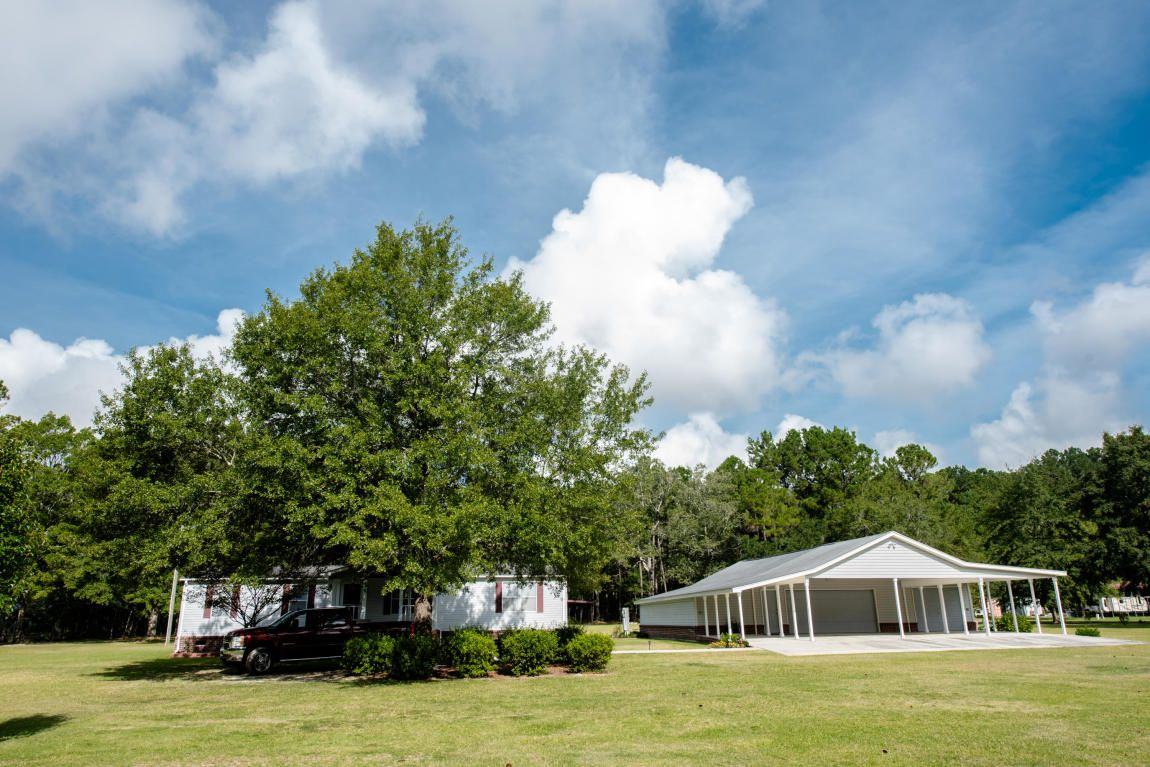 4 acres of beautifully kept land and home in moncks corner