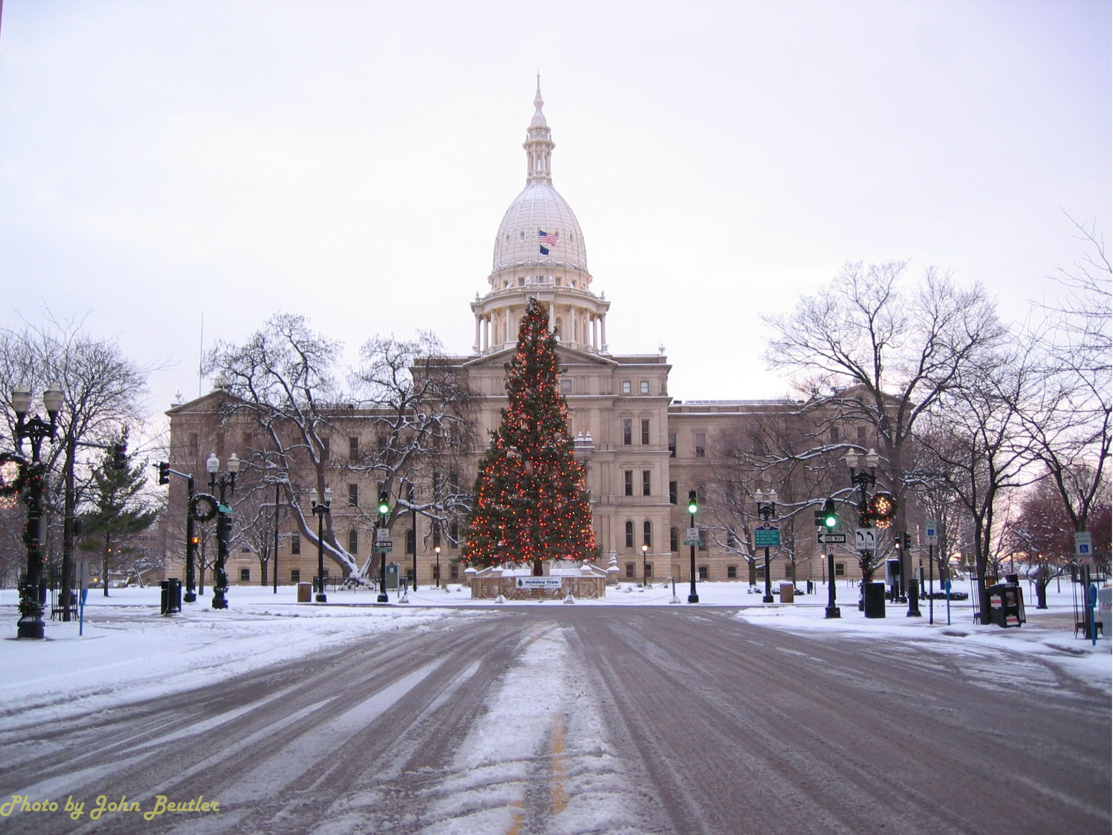 michigan state capitol building at christmas lansing mi where i