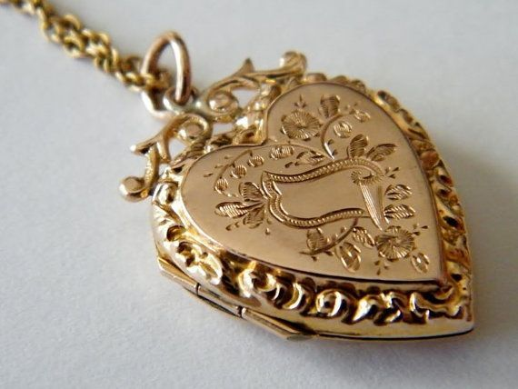 Circa 1890 Vintage Antique Gold Locket Victorian 9ct Rose Fl Photo Holder Heart Necklace