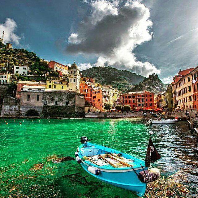 Beautiful and colorful Positano. #through_italy #thisisitaly #italy #italia #italianplace #positano #honeymoon #awesome #trip #travelgram #travel #scatti_italiani #india #italytour #igersitalia #igerscampania #campania #travelphotography #Costa #sea #europe #romanticplace #beautifulplace #weloveit #travelgram via @karaallan