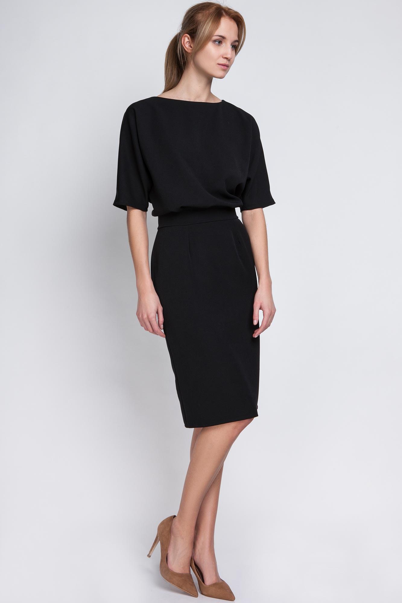 Petite robe noire manches courtes