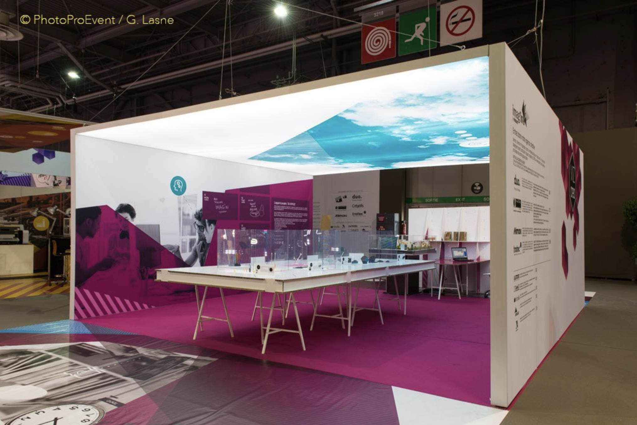 Marketing Exhibition Stand Lighting : Creative modern booth design features portable