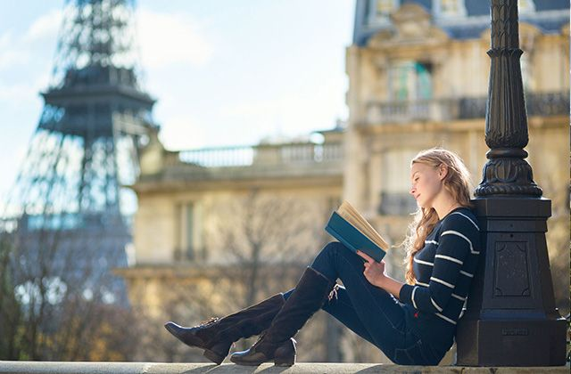 What to Wear in Paris: Packing List and Capsule Wardrobe Ideas To help you plan what to wear in Paris, Parisian shopping expert Chloe Johnston helps us create an authentic packing list for your travel to this extraordinary city.