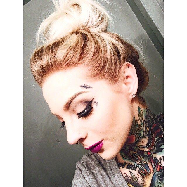 Face Small Tattoo And Old School Neck Tattoos On Madison Skye Best Tattoo Ideas Gallery Tatuajes Cuello Tatuajes En La Cara Tatuaje De Cara De Mujer