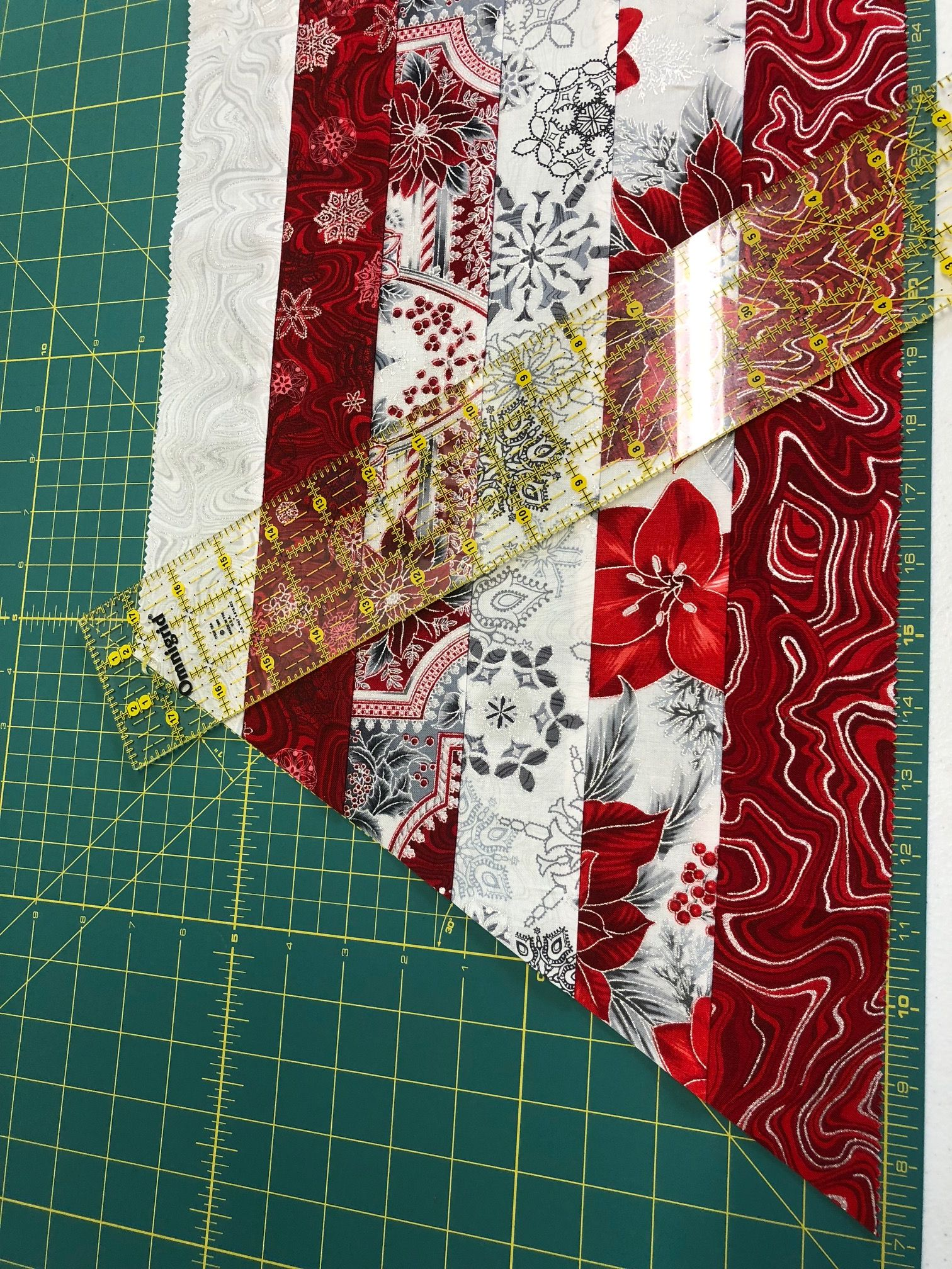 A Free One Hour Pattern To Jump Start Your Holiday Sewing Pick Your Favorite Fabrics And Make Th Holiday Sewing Beginner Sewing Projects Easy Christmas Quilts
